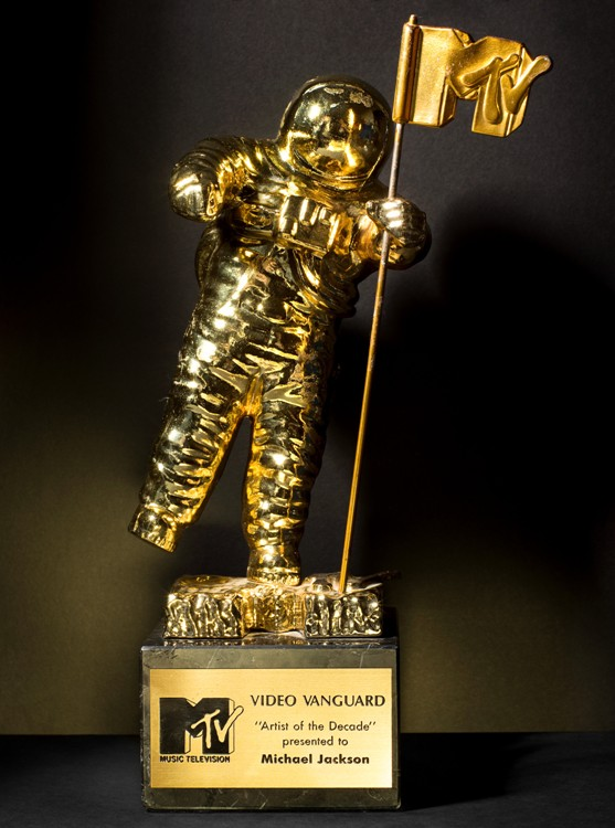 HenryLeutwyler_HL RGB MJ_MTV_Award_Artist_of_the_Decade_1990-8x10